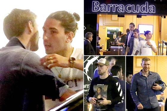 Các cầu thủ Arsenal vừa được cho phép đi đánh bạc để giải trí. Ảnh: The Sun