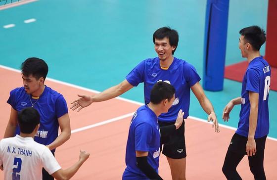 Niềm vui chiến thắng của các VĐV Tràng An Ninh Bình.