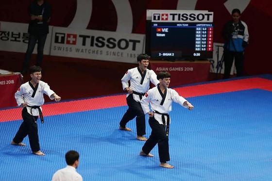 Taekwondo: Đồng đội nam vào bán kết, Châu Tuyết Vân thua VĐV chủ nhà ảnh 1
