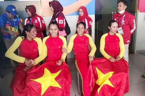 Rowing: 4 tay chèo nữ Việt Nam gây chấn động với tấm HCV châu lục ảnh 3
