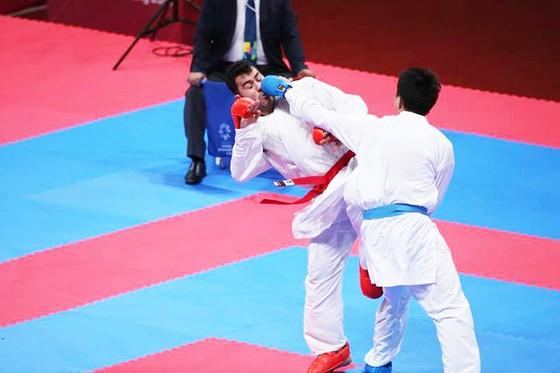 Karatedo: Quả cảm vào chung kết, Nguyễn Minh Phụng đoạt HCB ảnh 1