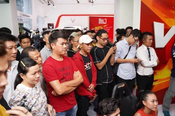 Người dân TPHCM hào hứng đua thử F1 tại Vietnam Motor Show ảnh 5