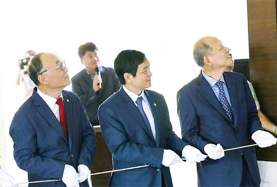Hòa Bình Tài trợ 100.000 USD cho Quỹ khuyến học ADF - COBI Hàn Quốc ảnh 1