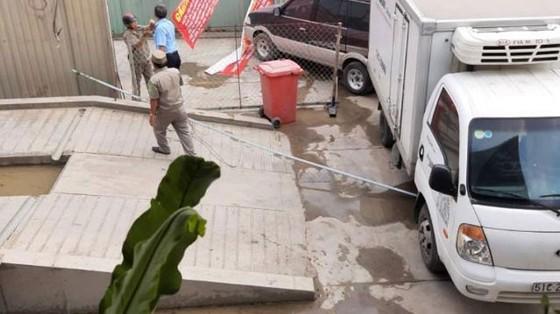 Đang thi công bị xe đậu chắn lối vào dự án ảnh 1