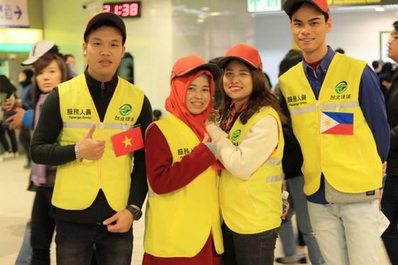 Lao động Việt Nam tại Đài Loan tình nguyện phục vụ hoạt động đón năm mới 2020 ảnh 1