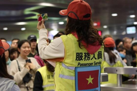 Lao động Việt Nam tại Đài Loan tình nguyện phục vụ hoạt động đón năm mới 2020 ảnh 3
