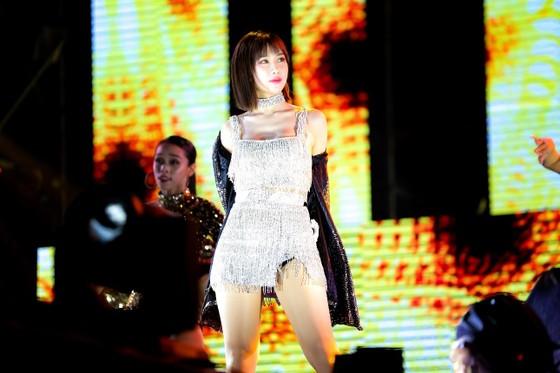 """Mỹ Tâm, Đen Vâu, Hoàng Thùy Linh """"đốt cháy"""" sân khấu Tiger Remix với toàn bản hit Remix  ảnh 9"""