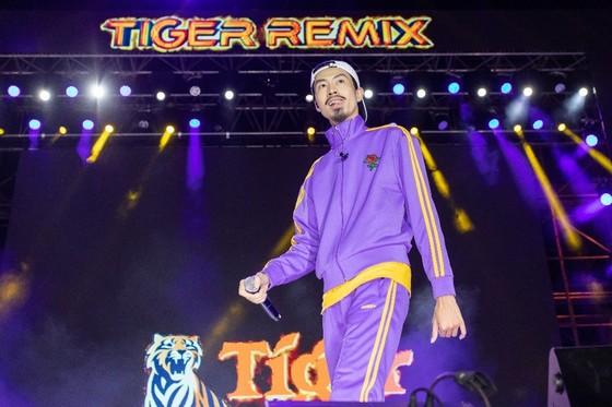 """Mỹ Tâm, Đen Vâu, Hoàng Thùy Linh """"đốt cháy"""" sân khấu Tiger Remix với toàn bản hit Remix  ảnh 1"""