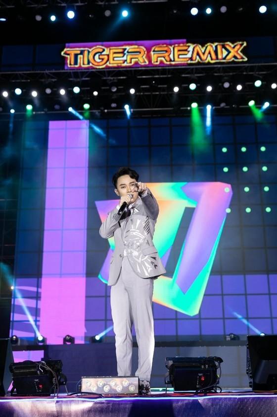 """Mỹ Tâm, Đen Vâu, Hoàng Thùy Linh """"đốt cháy"""" sân khấu Tiger Remix với toàn bản hit Remix  ảnh 2"""