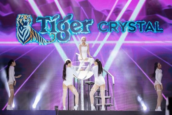 """Mỹ Tâm, Đen Vâu, Hoàng Thùy Linh """"đốt cháy"""" sân khấu Tiger Remix với toàn bản hit Remix  ảnh 3"""