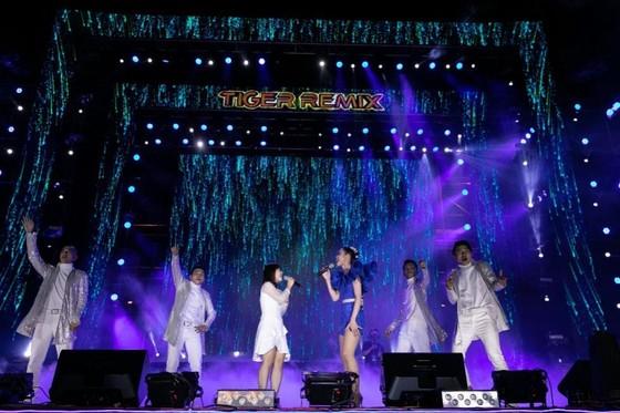 """Mỹ Tâm, Đen Vâu, Hoàng Thùy Linh """"đốt cháy"""" sân khấu Tiger Remix với toàn bản hit Remix  ảnh 5"""