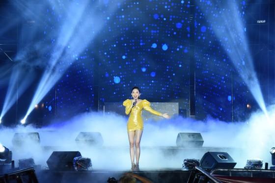 Dàn sao Việt 'đốt cháy' đại nhạc hội siêu khủng khởi động F1 ảnh 2