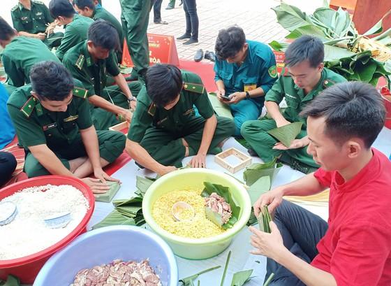 Lính Biên phòng thành phố giữ bình yên cho dân đón Tết ảnh 1
