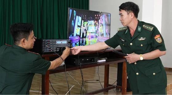Lính Biên phòng thành phố giữ bình yên cho dân đón Tết ảnh 4