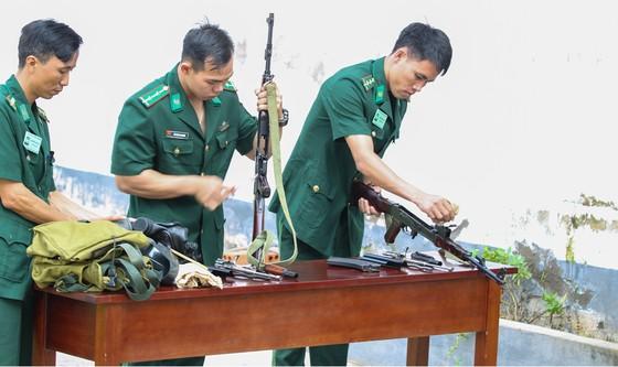Lính Biên phòng thành phố giữ bình yên cho dân đón Tết ảnh 5