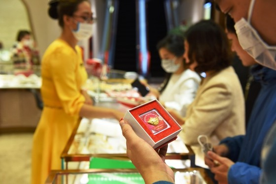 Đến DOJI Tower mua vàng Thần Tài: Tặng khẩu trang Nhật bản 3D cao cấp ảnh 1