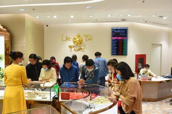 Đến DOJI Tower mua vàng Thần Tài: Tặng khẩu trang Nhật bản 3D cao cấp ảnh 4
