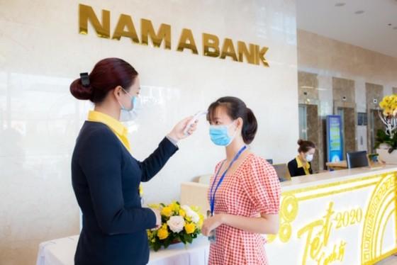 Nhân viên ngân hàng Nam A phòng tránh virus Corona ảnh 2