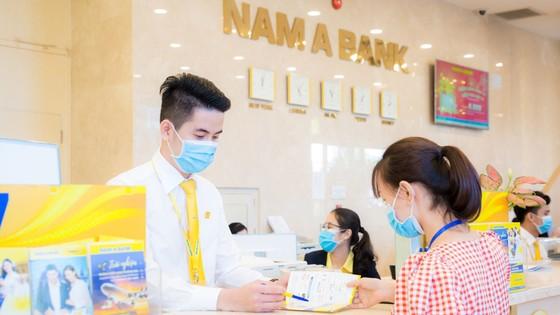 Nhân viên ngân hàng Nam A phòng tránh virus Corona ảnh 3