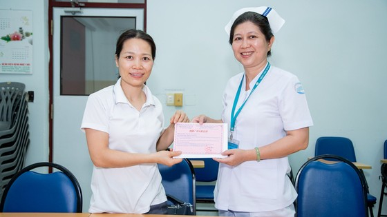 Lixco trao tặng hơn 5.000 lít gel rửa tay khô trong mùa dịch Covid -19 ảnh 2