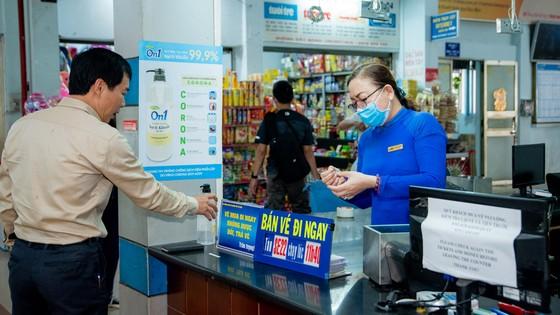 Lixco trao tặng hơn 5.000 lít gel rửa tay khô trong mùa dịch Covid -19 ảnh 3