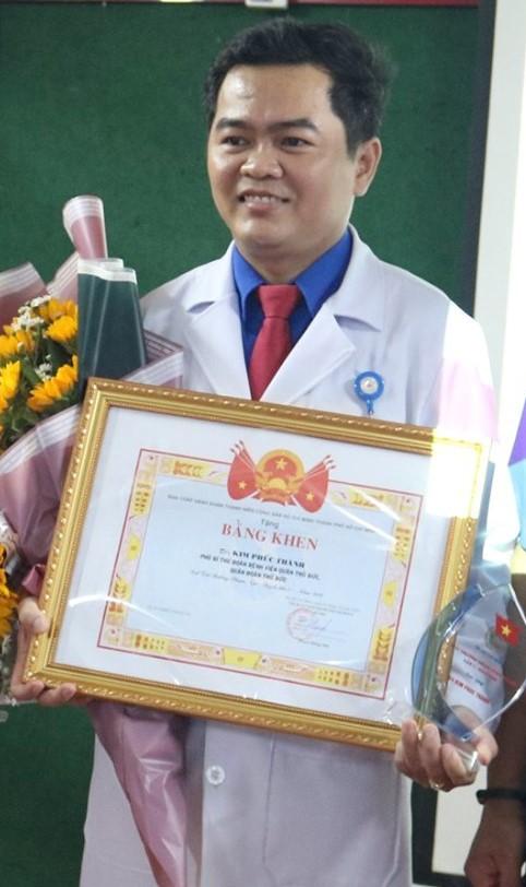 Thầy thuốc trẻ hết lòng với nghề ảnh 4