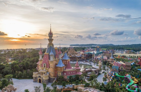 VinWonders, Grand World và Corona Casino – bộ ba 'chân kiềng' tạo bước ngoặt mới cho Phú Quốc ảnh 1