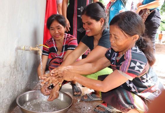 Xây giếng nước, nhà vệ sinh cho người dân vùng biên giới ảnh 6