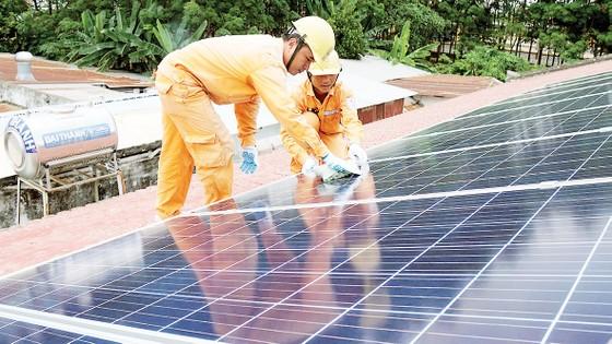 Kêu gọi tăng cường hợp tác doanh nghiệp phát triển điện mặt trời áp mái ảnh 1