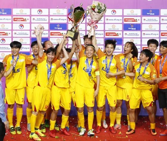 TPHCM lần đầu vô địch Cúp Quốc gia 2020. Ảnh: MINH HOÀNG