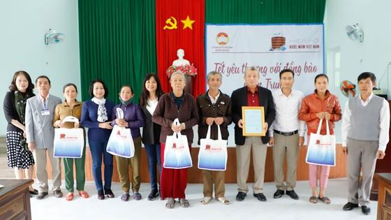 Đoàn Hiệp hội Nước mắm Việt Nam thăm và tặng quà Tết bà con tại Quảng Ngãi  ảnh 3