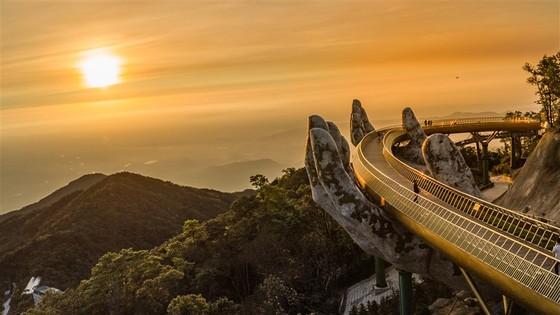 Cầu Vàng tại Bà Nà Hills được báo Anh bình chọn là kỳ quan mới của thế giới ảnh 2