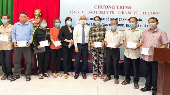 Tổng Công ty Becamex IDC trao tặng 1.000 thẻ BHYT cho người dân có hoàn cảnh khó khăn ảnh 2