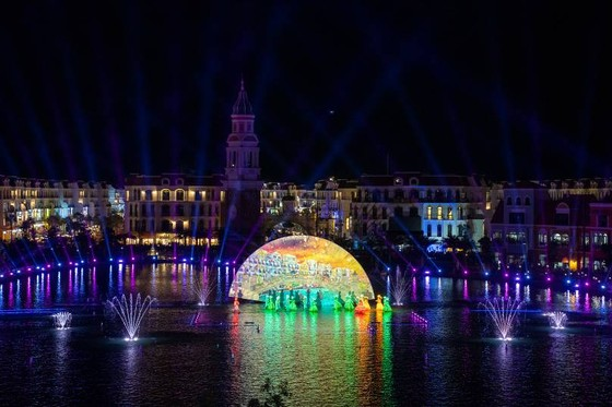 Choáng ngợp trong đêm công diễn 'Sắc màu Venice' ảnh 6