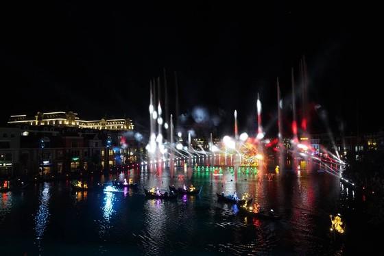 Choáng ngợp trong đêm công diễn 'Sắc màu Venice' ảnh 9