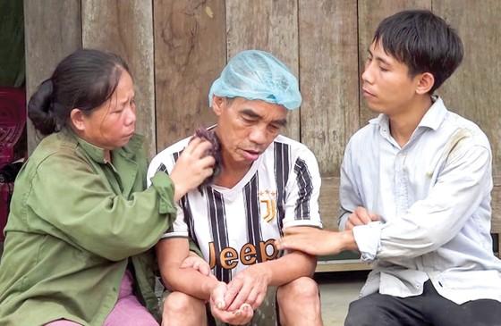 Cả gia đình bệnh tật ảnh 1