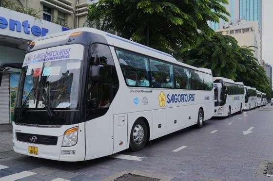 Saigontourist Group tiếp tục tài trợ, tổ chức 8 tour tri ân cho hàng ngàn y bác sĩ tại Cần Giờ, Củ Chi   ảnh 1