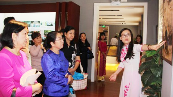 Đoàn đại biểu Thành ủy TPHCM thăm Nhà kỷ niệm các trường học Việt Nam ở Quảng Tây - Trung Quốc ảnh 1