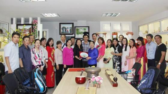 Đoàn đại biểu Thành ủy TPHCM thăm Nhà kỷ niệm các trường học Việt Nam ở Quảng Tây - Trung Quốc ảnh 2