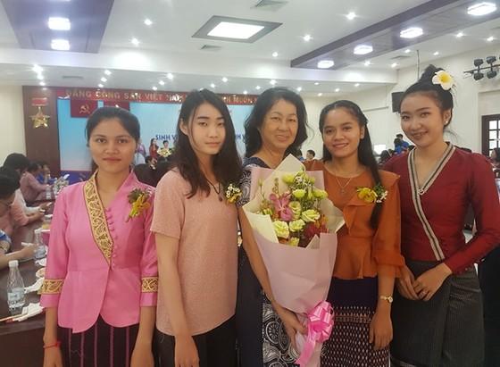 24 sinh viên Lào về ở với 13 gia đình Việt tại TPHCM ảnh 1