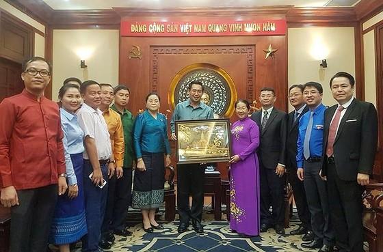 Đoàn đại biểu Đoàn Thanh niên Nhân dân Cách mạng Lào thăm TPHCM ảnh 1