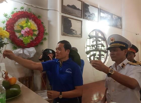 Đoàn đại biểu TPHCM thăm cán bộ, chiến sĩ các lực lượng trên đảo Thổ Chu ảnh 1