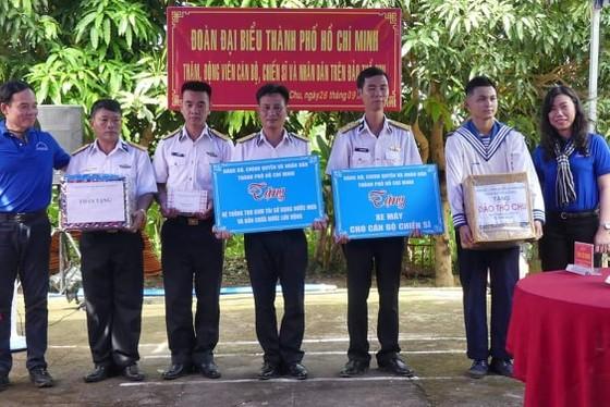 Đoàn đại biểu TPHCM thăm cán bộ, chiến sĩ các lực lượng trên đảo Thổ Chu ảnh 4