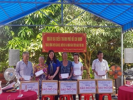 Đoàn đại biểu TPHCM thăm cán bộ, chiến sĩ các lực lượng trên đảo Thổ Chu ảnh 5