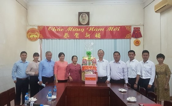 Đoàn lãnh đạo Thành ủy TPHCM thăm, chúc mừng Tết Nguyên tiêu các Hội quán người Hoa ảnh 1