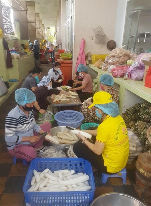 Hơn 90.000 bữa cơm yêu thương giúp người nghèo vượt qua dịch Covid-19 ảnh 4