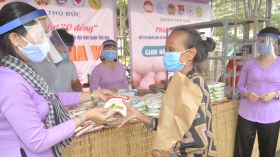 Hơn 30 ngàn lượt người đến phiên chợ 0 đồng quận Thủ Đức ảnh 6
