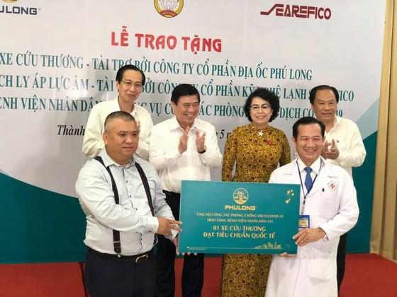Bàn giao trang thiết bị y tế phục vụ công tác phòng, chống dịch Covid-19 cho Bệnh viện Nhân dân 115 ảnh 1