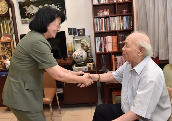 Phó Chủ tịch nước Đặng Thị Ngọc Thịnh thăm các vị lão thành cách mạng thời tiền khởi nghĩa ảnh 3