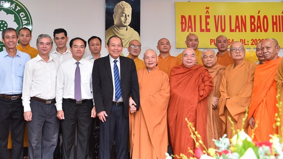 Phó Thủ tướng Thường trực Chính phủ Trương Hòa Bình thăm, chúc mừng Vu lan báo hiếu ảnh 1